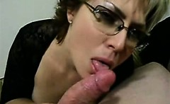 Horny mother of two loves dicks