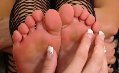 rahyndee and alicia silver play with each other's feet