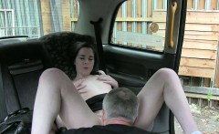 Customer fucked in a quiet place by pervert fraud driver