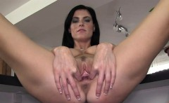 Her hole hole fully opened and gaped