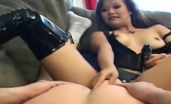 Asian dominatrix makes up her sub
