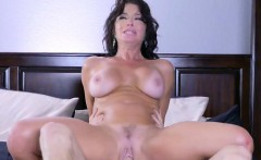hot mom veronica avluv gets ruined by delivery guy