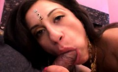 Fascinating Indian gf advances her stalks in double penetra