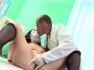 Hot Chick Therese Bizarre Gets Her Pussy Stretched By Doc