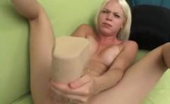 jayda diamonde fills her pussy with a humongous dildo