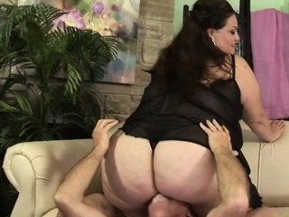 Fucking A Facesitting Fat Horny Babe