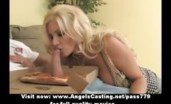 Sexy blonde milf does blowjob for pizza guy and gets licked