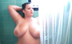 Amateur BBW caught taking a shower