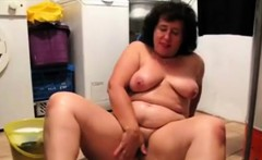 Old fat granny masturbate and fingering her pussy