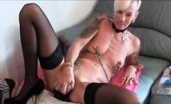 Skinny blonde penetrate both hole on webcam