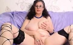 Busty Woman Masturbates Live