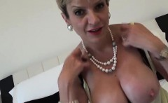 Unfaithful uk mature lady sonia displays her gigantic tits