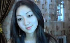 Elegant Asian cam model reveals her pretty face and exotic