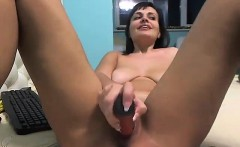 Stacked brunette spreads her legs to fuck her young pussy w