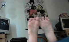 Hot Goth Woman Worships Clothes and Her Toes