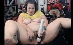 Fat granny pumping her pussy