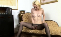 Slender chick rubs pussy over pantyhose