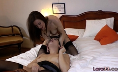 Mature lesbo face sits to get licked out