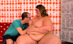 SSBBW Erin Green Gets Railed by Tiny BF