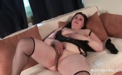 Mature BBW finger fucking her fat hungry snatch